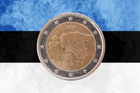 Estniskt 2-euromynt med en silhuett av Estland som motiv