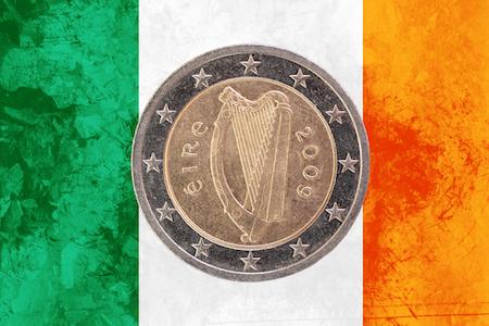 Irländskt 2-euromynt som pryds av en harpa